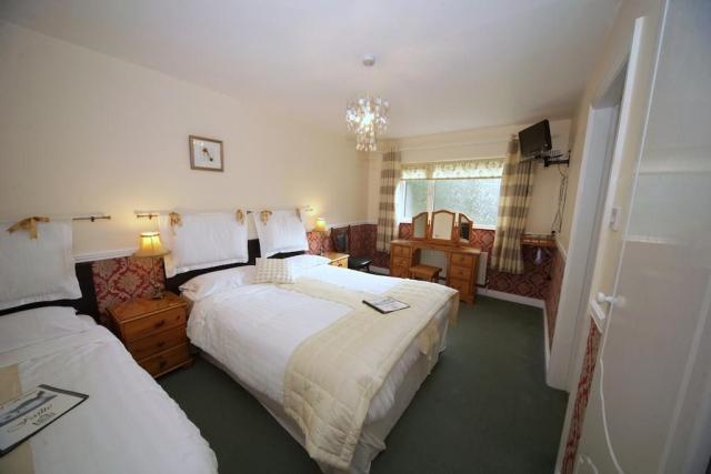 Launard House B&B twin bedroom