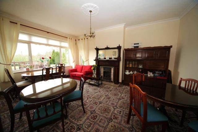 Launard House B&B breakfast room