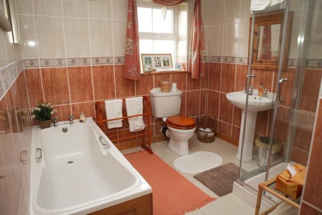 Newlands Lodge B and B Kilkenny Bathroom