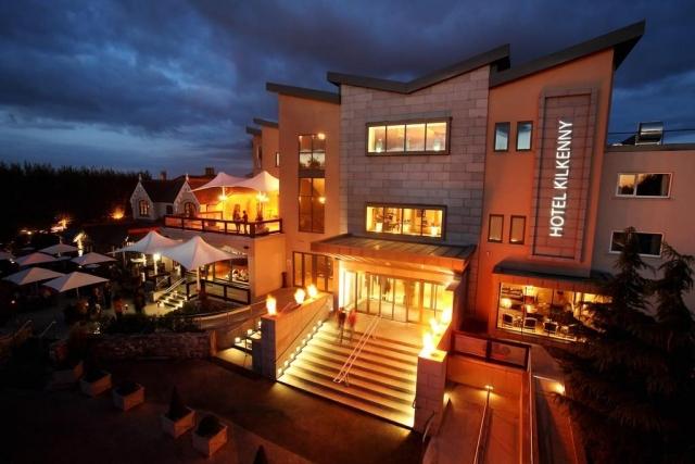 Hotel Kilkenny night view
