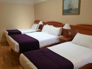 Kilford Arms Kilkenny Hotel Triple Bedroom