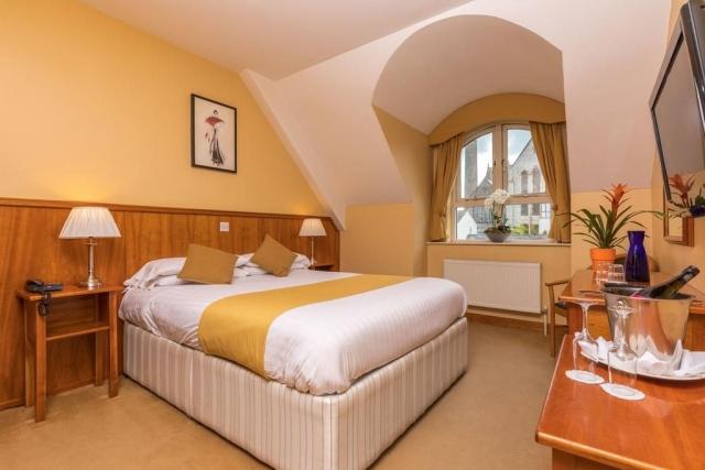 Kilkenny Inn Hotel bedroom